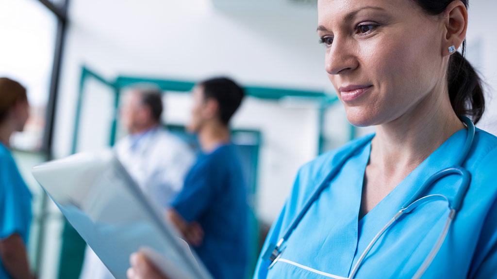 4 consejos que debes recordar al momento de lavar tu uniforme médico